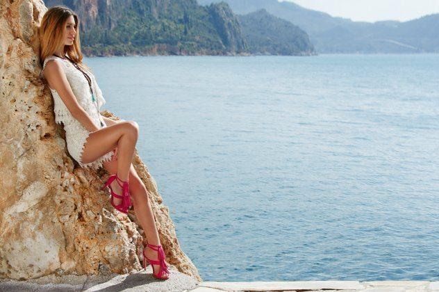 Made In Greece τα εντυπωσιακά πέδιλα Sante με εξωτικά χρώματα και σέξυ σχέδια