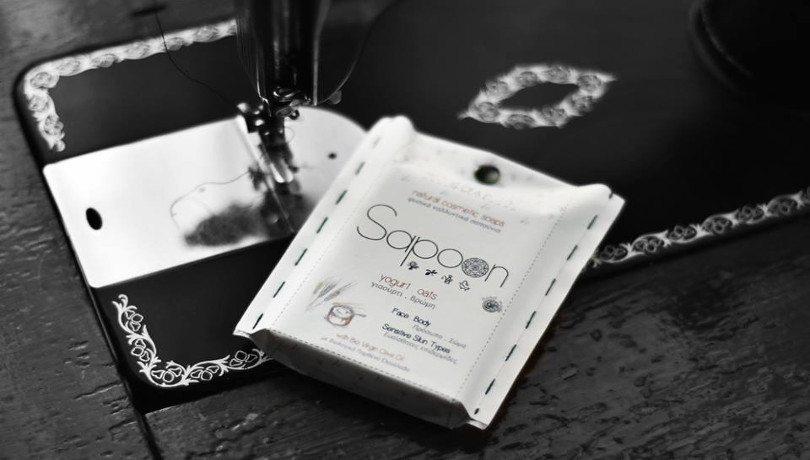 4 έμπειροι φίλοι δημιουργούν τα μυρωδάτα, φυσικά σαπούνια Sapoon και μοσχοβολάει όλος ο κόσμος!