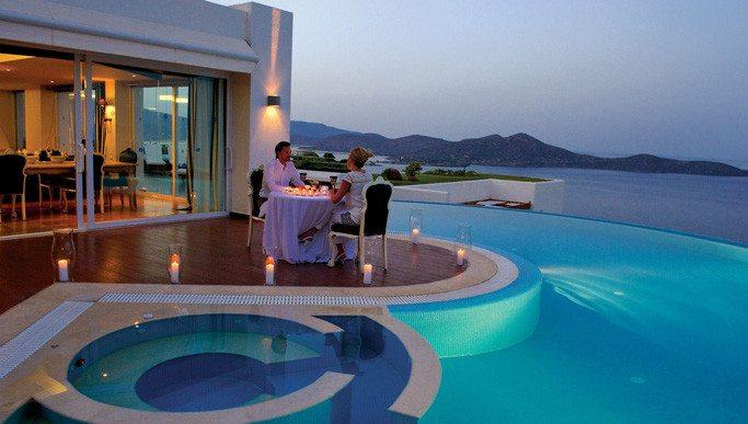 Τέσσερις ελληνικές βίλες με απίστευτη θέα από την πισίνα συγκαταλέγονται ανάμεσα στις καλύτερες στον κόσμο (ΦΩΤΟ)