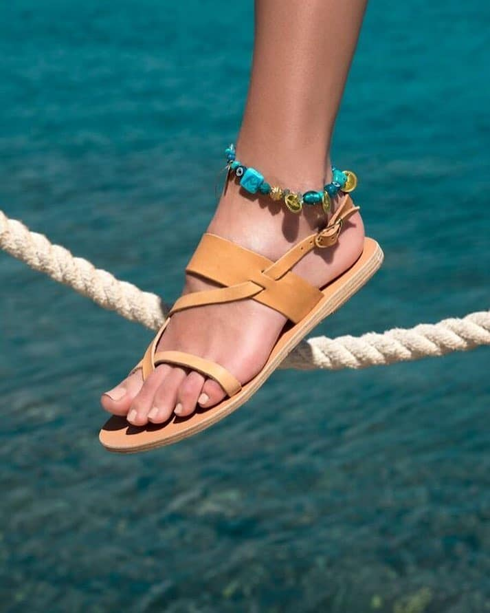 33bd1e5d2d8 Τα αρχαία ελληνικά σανδάλια «Ancient Greek Sandals» συνδυάζουν με έναν  αριστοτεχνικό τρόπο το σύγχρονο στυλ με στοιχεία της αρχαίας εποχής.