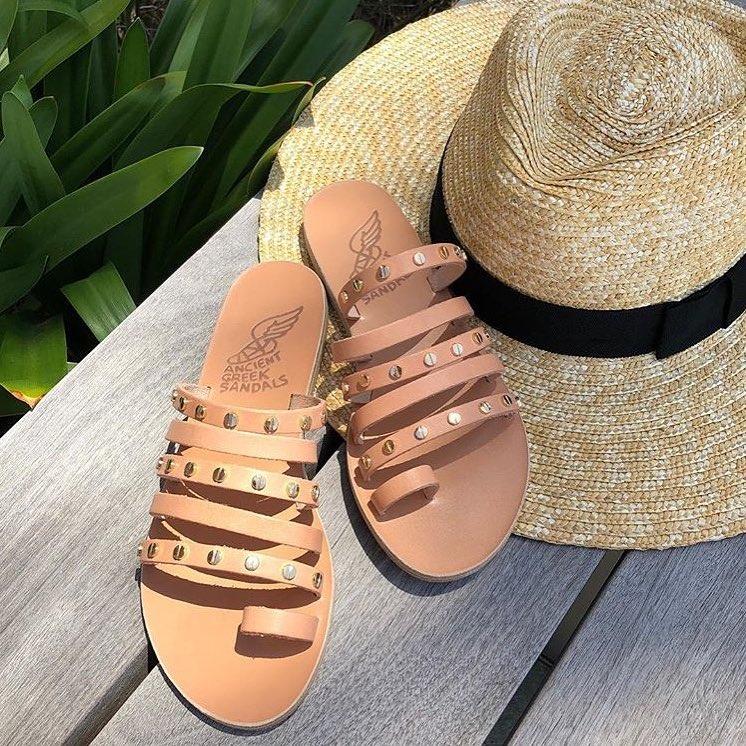 f2ec42a96cd Η δημιουργία των «Ancient Greek Sandals» γεννήθηκε από την αγάπη της  Χριστίνας και του Νικόλα για την Αρχαία Ελλάδα και την ιστορία της, σε  συνδυασμό με τις ...