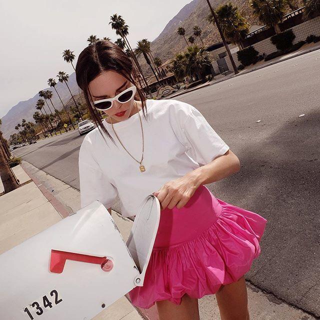Αν την αναζητήσετε στο instagram θα την βρείτε να ακολουθείτε από 234k  Instafollowers και να μας χαρίζει μερικές από τις καλύτερες fashion πόζες  της. e9e1e501ee0