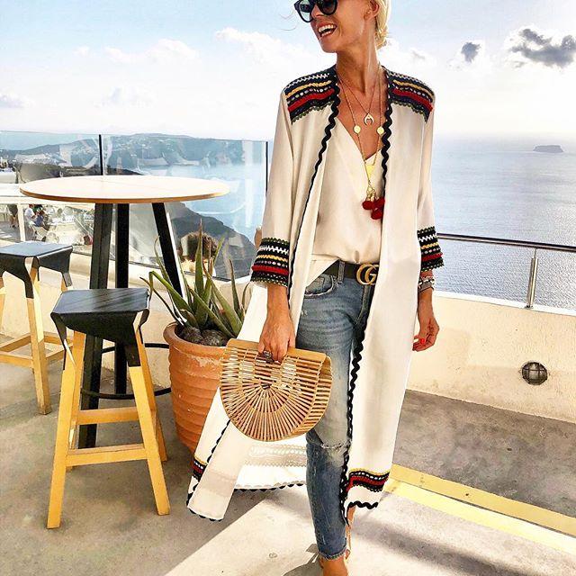 df84f9c96a84 Είναι fashion και lifestyle blogger που λατρεύει τα χρώματα και αγαπά όλα  τα όμορφα πράγματα της ζωής της – την οικογένεια