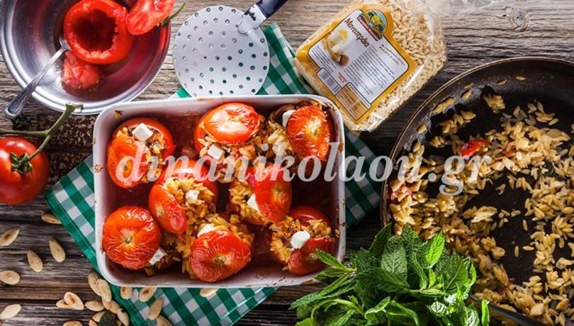 Μοσχομυρωδάτες ντομάτες γεμιστές με μανεστράκι, αμύγδαλα και δυόσμο από την καταπληκτική Ντίνα Νικολάου