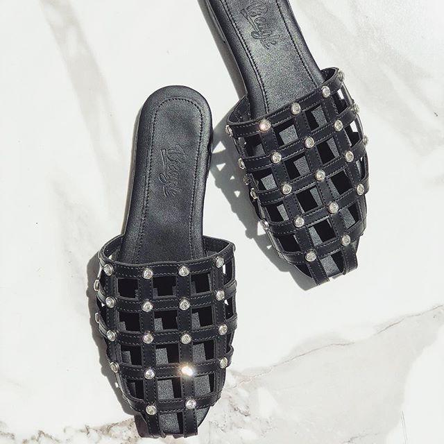 c561f1bef38 Iris Luxury Shoes: Αυτά είναι τα πιο stylish παπούτσια του ...