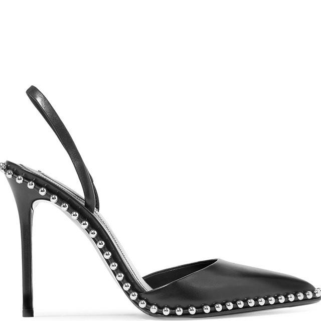 ec2cd2bfec6 Οτιδήποτε αναδεικνύει το γυναικείο στιλ και σεξαπίλ πρέπει να το  προτιμήσεις, είτε αυτό λέγεται σέξι γόβα με μύτες είτε μεσαίου ύψους  παπούτσια με χοντρό ...