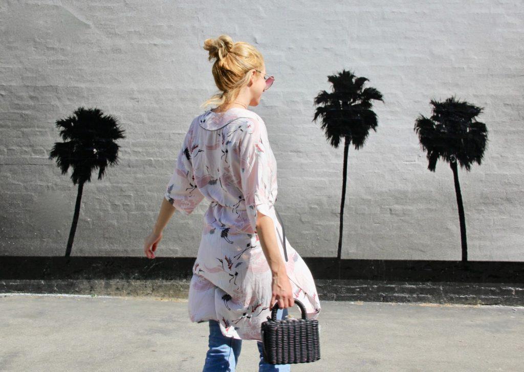 f351a990ec0 Όταν δεν είναι online ποστάροντας φωτογραφίες, outfit posts και στυλιστικές  συμβουλές στο blog της, θα είναι σε κάποιο εμπορικό δρόμο, να χαζεύει  βιτρίνες ή ...