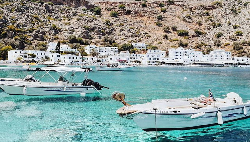 Καλοκαίρι στην Ελλάδα & στο παραλιακό χωρίο Λουτρό της Κρήτης – Μπλε νερά σε ένα τοπίο μαγικό! – Η φωτογραφία της ημέρας
