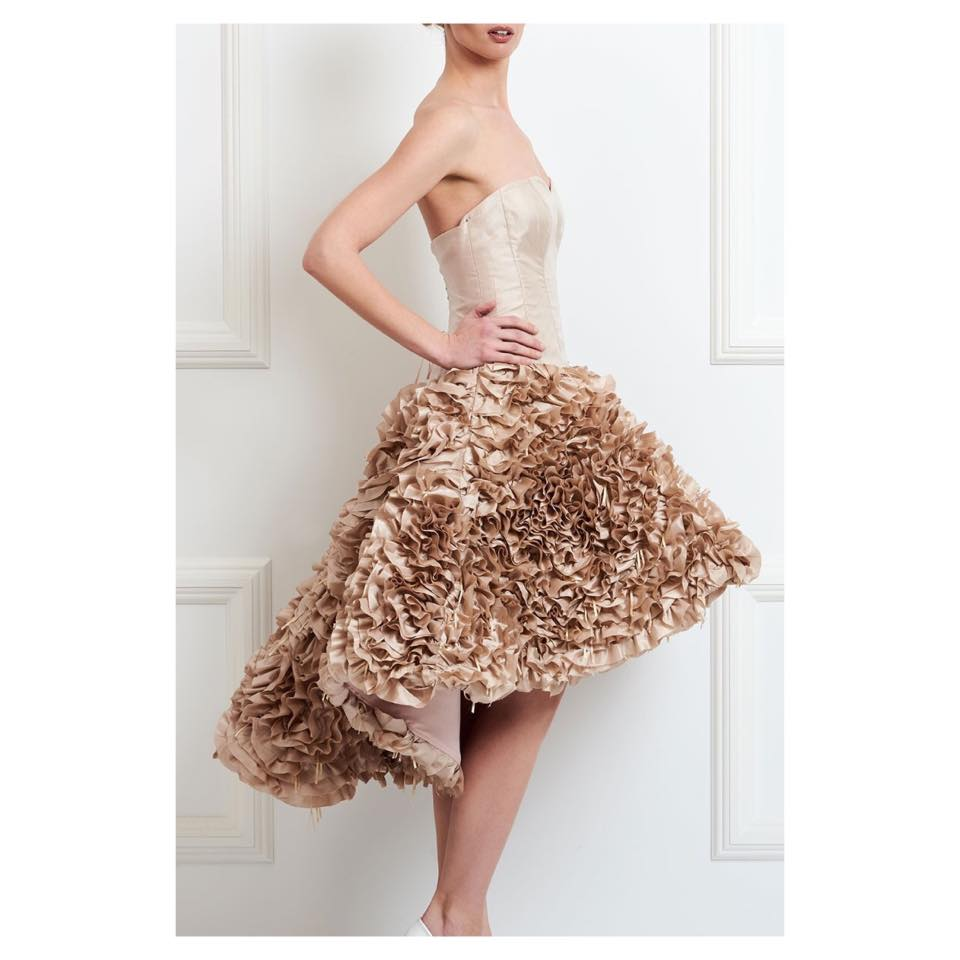 0a1aa0ea93ee Ready to wear ρούχα ή haute couture βραδινές δημιουργίες με απίστευτες  λεπτομέρειες και σε τιμές prêt a porter.