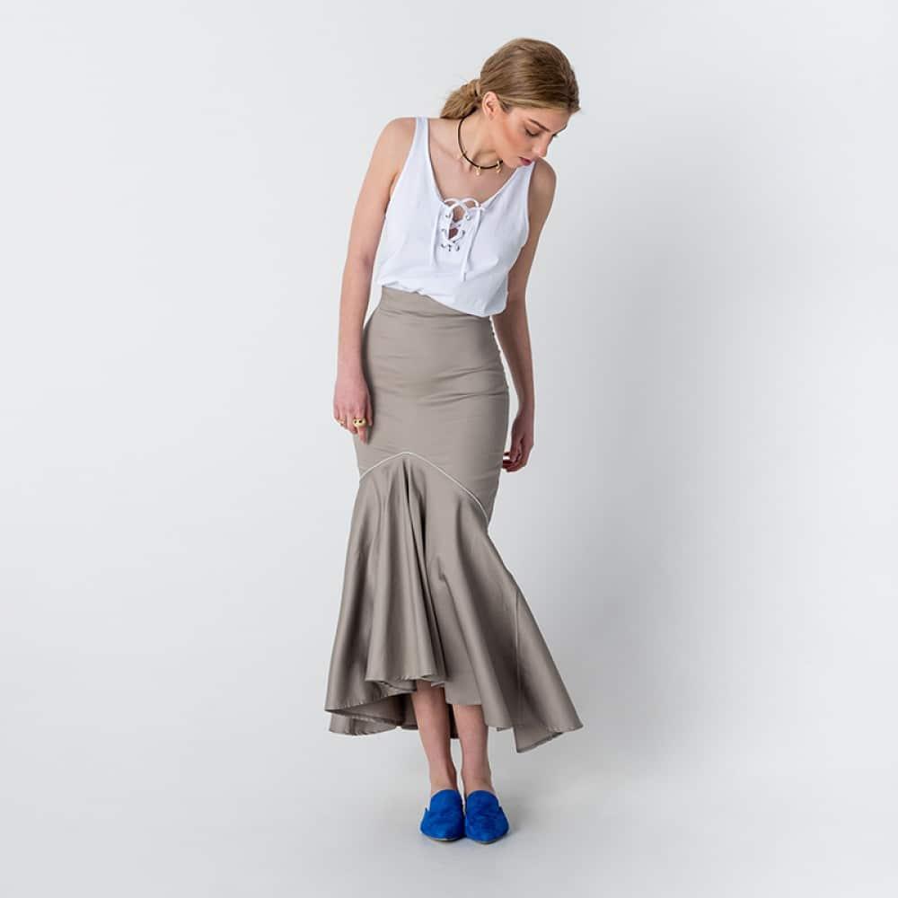 8b2fa9af928 ... καλοκαιρινά χρώματα, κίτρινο, μπλε και από φούστες και σορτσάκια μέχρι  μακριά, βραδινά φορέματα που θα κερδίσουν τις εντυπώσεις σε κάθε σας  εμφάνιση.