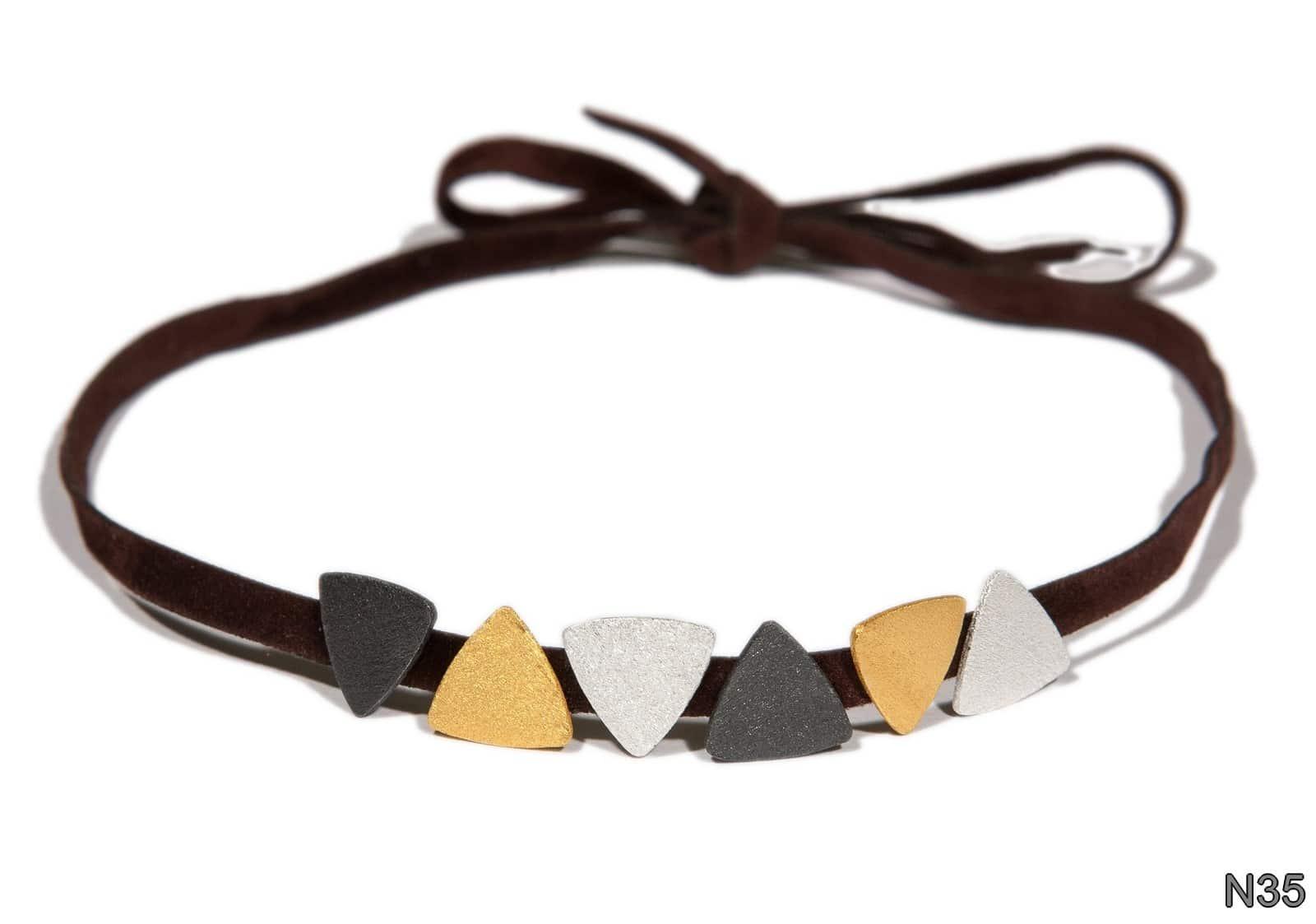 Τα κοσμήματα Sarina μπορείτε να τα βρείτε σε επιλεγμένα καταστήματα στην  Ελλάδα και το εξωτερικό και φυσικά στην επίσημη ιστοσελίδα της Σαρίνας Μπέζα  και ... dad3c61a6f4