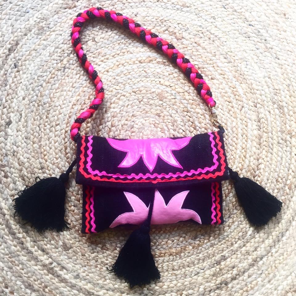 Βρείτε τις τσάντες Miri Sopasi στα καταστήματα στον Άγιο Νικόλαο Κρήτης a80d9545a26