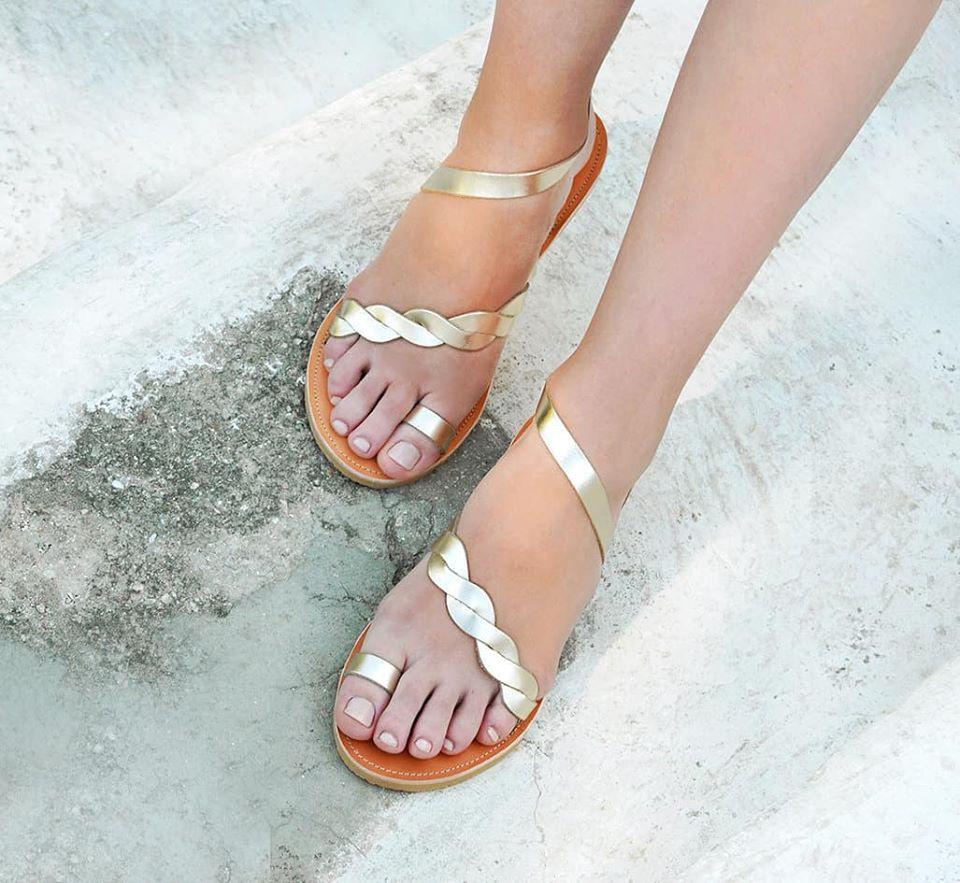 802d00476b5 Έμπνευση για τη δημιουργία των παπουτσιών προέρχεται από την ιδέα του  αρχαιοελληνικού κάλλους και τις σύγχρονες εκφάνσεις του.