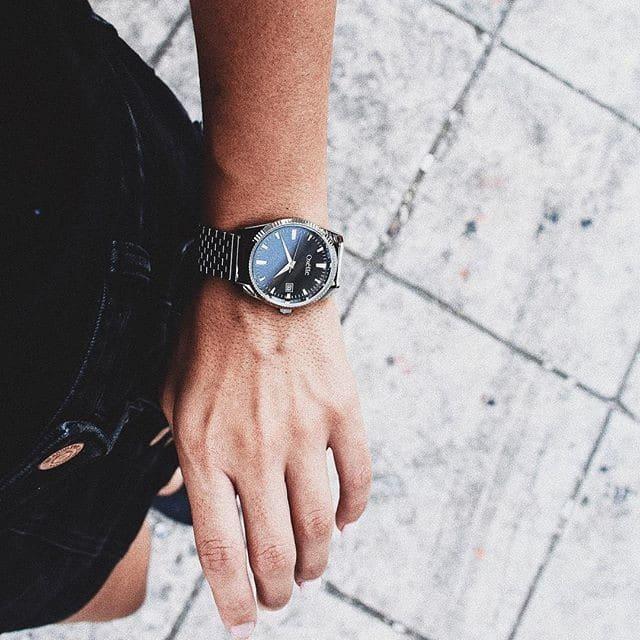 έφηβοι αγαπούν τεράστιο ρολόι