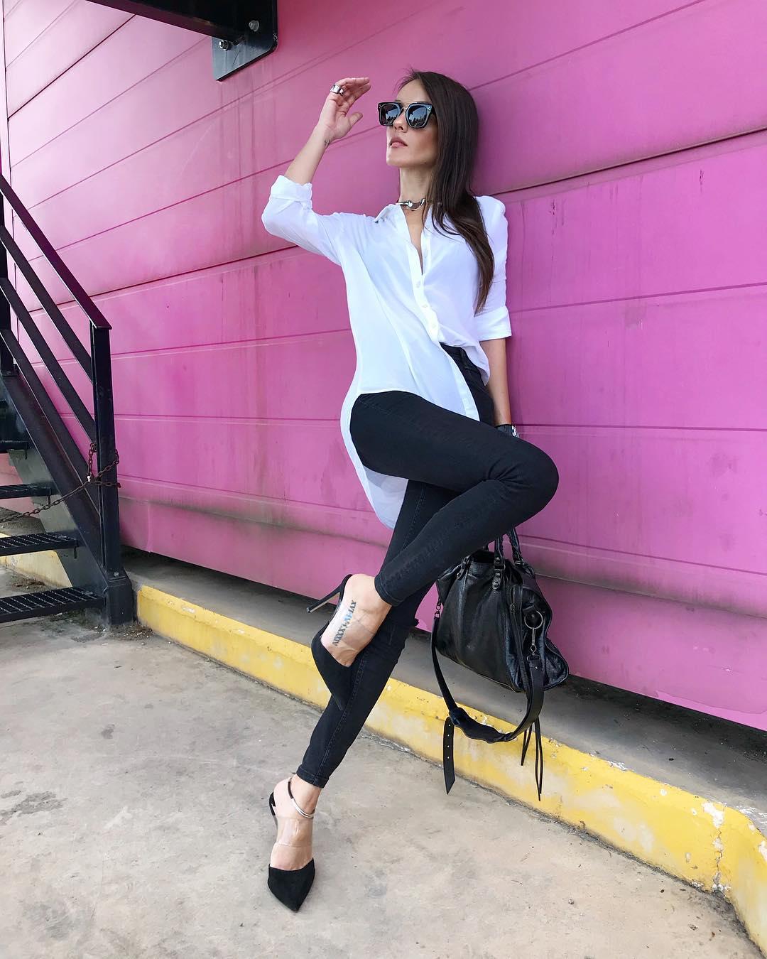 f4b1671967b3 Είναι ένα μοναδικό κορίτσι που σίγουρα θα το χαρακτήριζες fashion icon για  τις προσεγμένες στιλιστικές της επιλογές και τις φωτογραφίες της που  πραγματικά ...