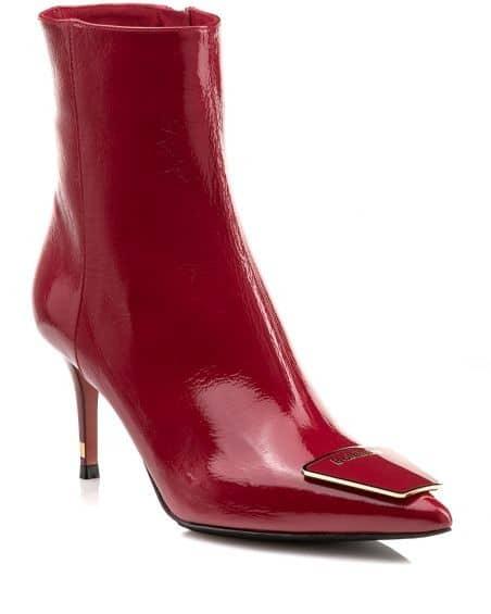 Η Nak Shoes ιδρύθηκε στη Θεσσαλονίκη το 1966 από την οικογένεια Γεωργούδα  και παραμένει ενεργή στο εμπόριο παπουτσιών και δερμάτινων αξεσουάρ. 89807f4a8ec